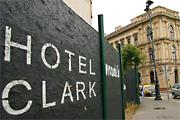 Luxusfoghíj a Clark Ádám téren