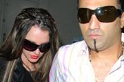 Britney pasija pénzért pletykál