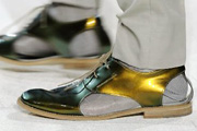 Arany férfiszandál zoknival
