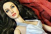 Eladták Angelina Jolie-t