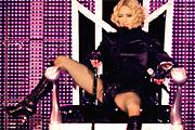 Madonna bakizott és alázott