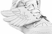 Adidas angyalszárnyakon