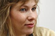 Lipovszky Csenge: Beletolakodni más orrába