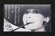 67 000 euróért kelt el a Hepburn-bélyeg