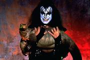 A Kiss basszusgitárosa eladta a vesekövét
