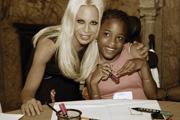 Gyerekek tervezték az új Versace kollekciót