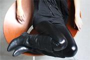 Fényes leggingsek a visszafogottság jegyében