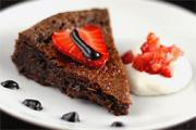 Brownie torta eperrel és kakaós balzsamkrémmel