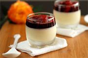 Fehércsoki pohárkrém vörösboros eperrel