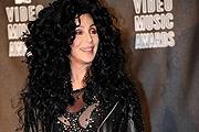 Lady Gaga mellett Cher is villantott