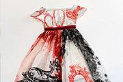 Új trend: könyvből készült ruha
