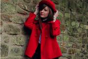 Stílusleső: Hordj piros kabátot!