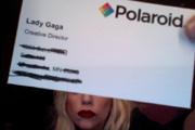 Lady Gagával térnek vissza a Polaroid gépek