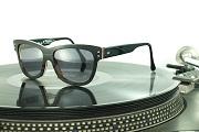 Tipton Zakariás, aki Elton Johnnak is készített szemüveget