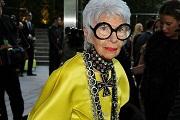 A 90 éves stílusikon eladja ékszereit és mindenkinek beszól