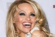 Pamela Anderson ismét szűz lesz